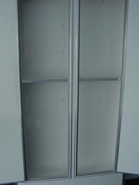 Oli Cabinet open