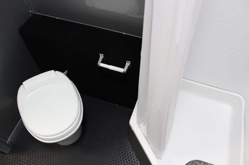 bumperpullwbathroom0142_18
