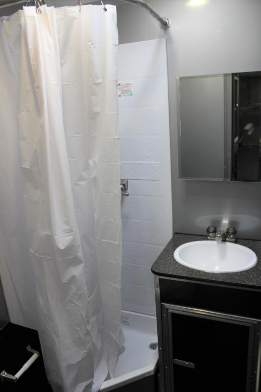 bumperpullwbathroom0250_6