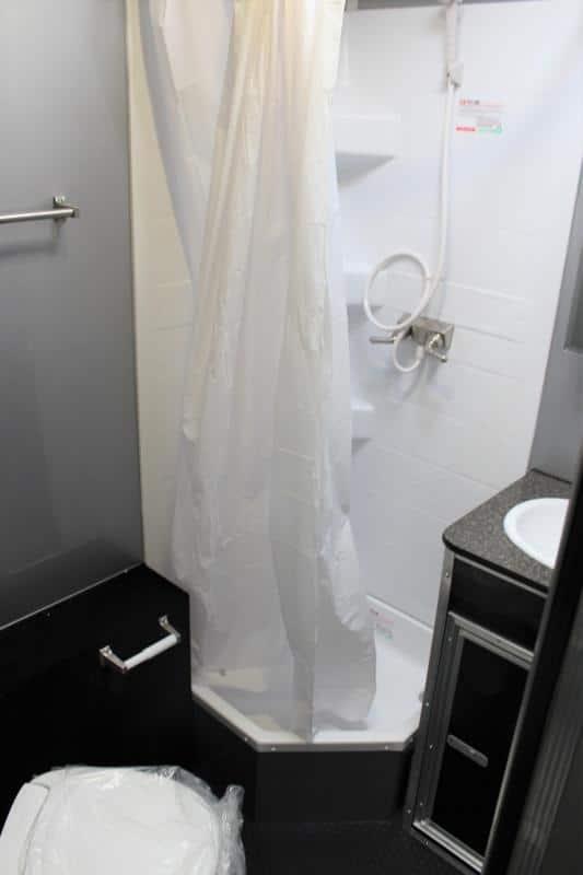 bumperpullwbathroom0250_7